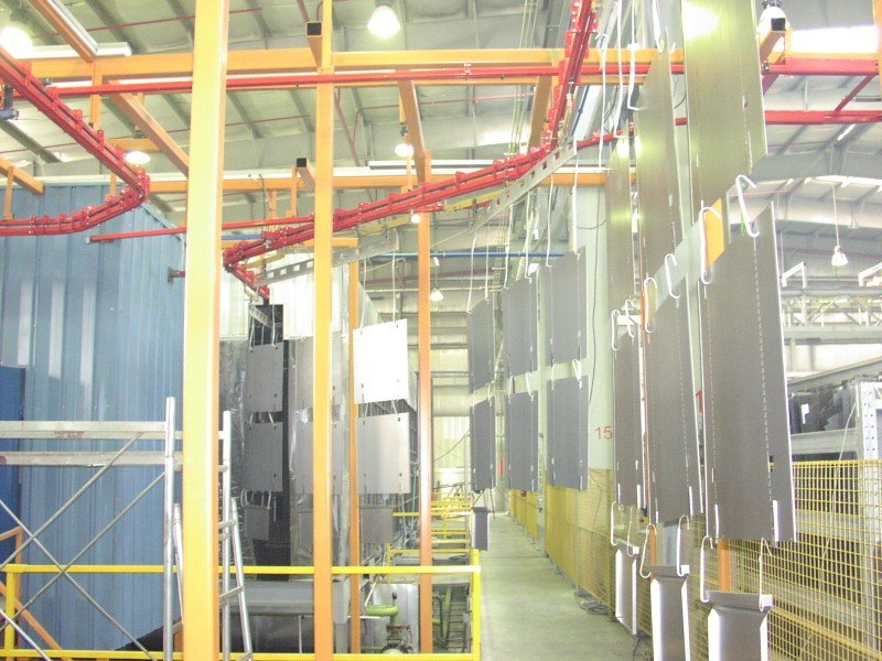 Power and free conveyor for powder coating