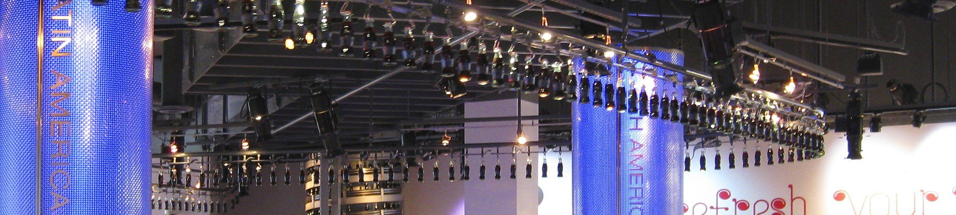 Overhead conveyor for retail store and restaurant displays.