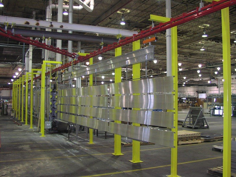 Power and free conveyor for long parts handling through wash process.