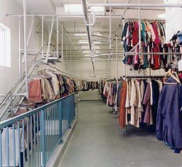 Monorail overhead conveyor for garments