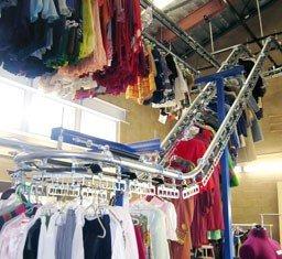 Garment storage conveyor system