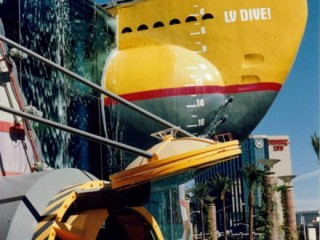 Steven Spielberg's The Dive, utilized a PACLINE conveyor system to impress customers with a sea themed experience.