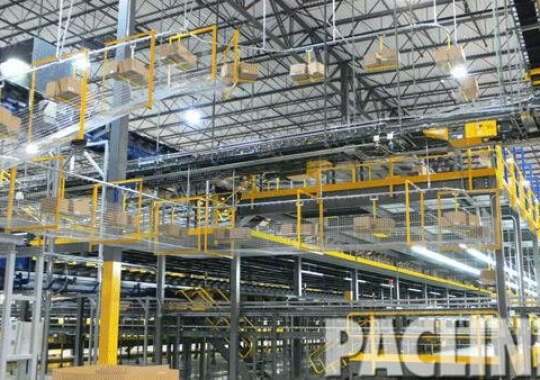 PAC-LINE™ chain conveyor delivers cartons to order pickers working on various levels of a large distribution center.