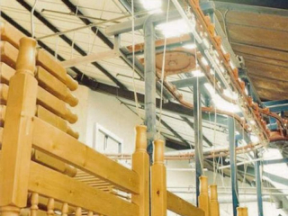 PACLINE power and free conveyor system allows product carriers to accumulate and be released on demand.