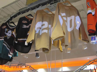 The PACLINE garment conveyor system has many features that make it ideal for retail displays.