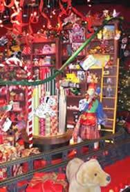 PAC-LINE enclosed track conveyor for Santa window display