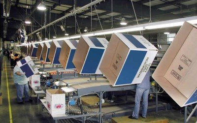 Overhead Conveyor Improves Efficiency in Apple Packing Warehouse