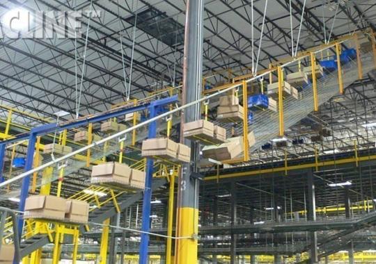 Overhead box conveyor for split-case picking operations