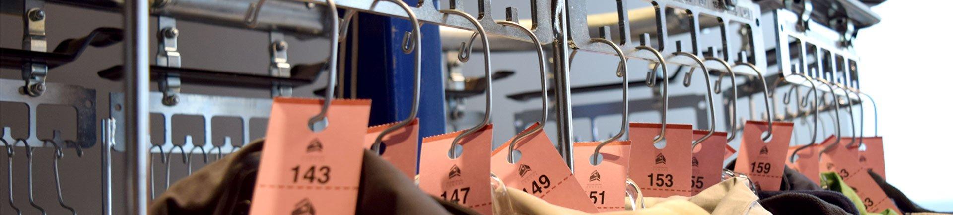Storage and retrieval conveyor system for coat check