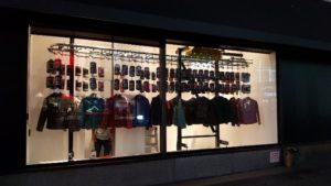 32 Degrees Storefront Display Conveyor