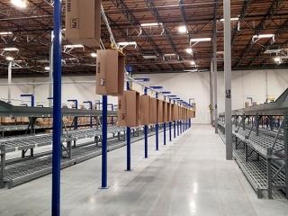 Empty case conveyor in distribution facility